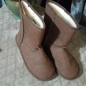 NWOT Bucco Boots SZ 9